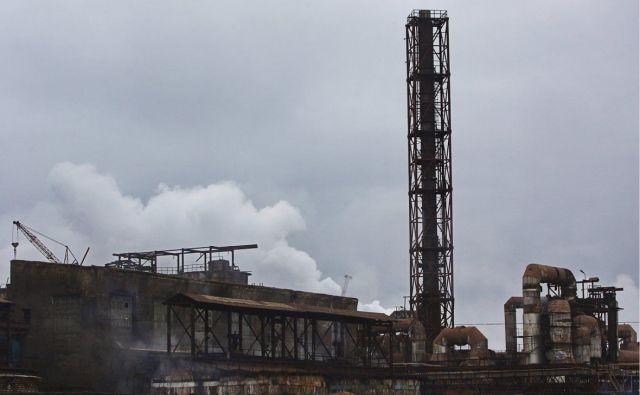 МЧС сообщает об угрозе взрыва на горящем заводе во Владикавказе