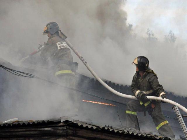 В Ставрополе пострадали от огня две иномарки