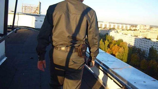 Полиция Ставрополя проверяет информацию о бегавших по крыше пятиэтажки подростках