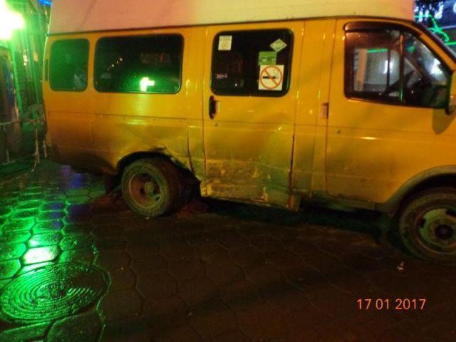 В Ставрополе маршрутка столкнулась с легковушкой, есть пострадавший