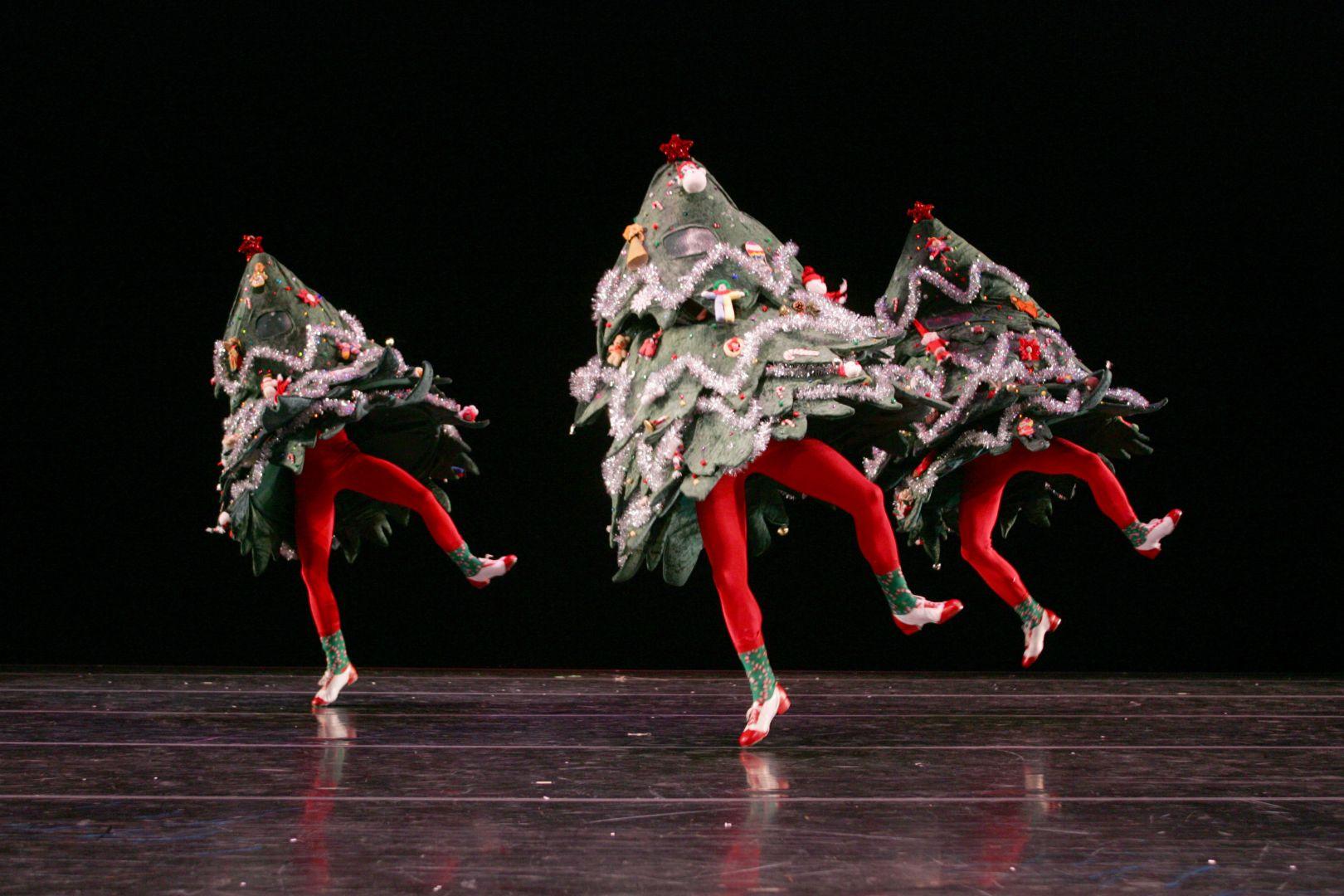 танцующие новогодние поздравления косметики самым лучшим